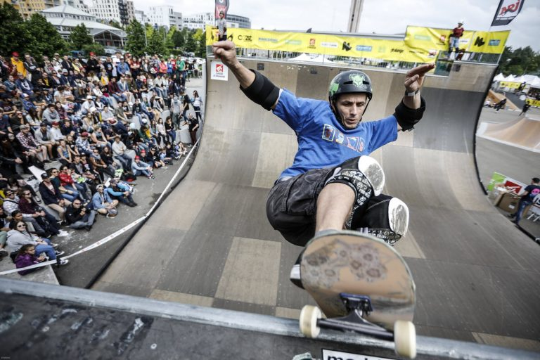 le-skatepark-de-la-rotonde-a-cronenbourg-accueillera-la-fine-fleur-des-sports-extremes-comme-ici-lors-d-une-finale-de-skate-half-pipe-1558548309